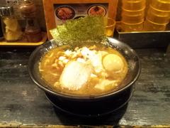 新宿牛角の近くの「煮干王ラーメン」に行きました。