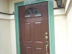 横浜市磯子区Y邸。玄関ドア塗装工事。