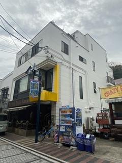 横須賀市ドブ板通り川瀬ビル塗装完了!